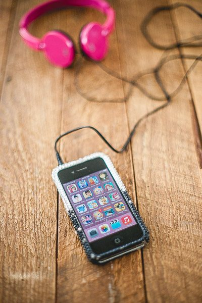 Free Stock Photos for Blogs - Kids Ipod and Headphones 1