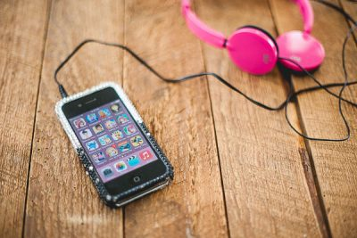 Free Stock Photos for Blogs - Kids Ipod and Headphones 2