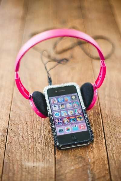 Free Stock Photos for Blogs - Kids Ipod and Headphones 3