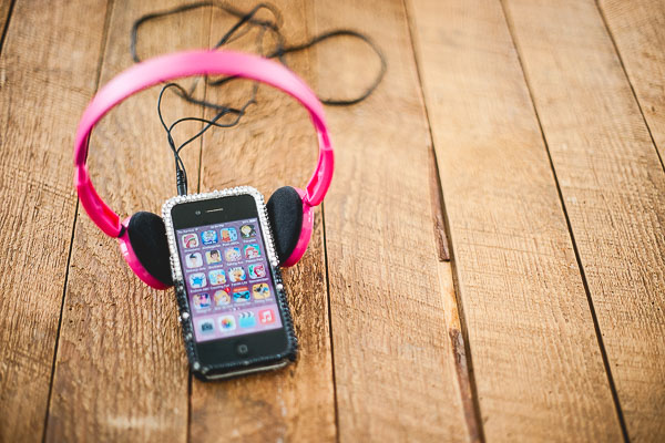 Free Stock Photos for Blogs - Kids Ipod and Headphones 4
