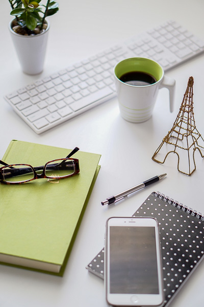 Free Stock Photos for Blogs - Black and Green Office Desk 10