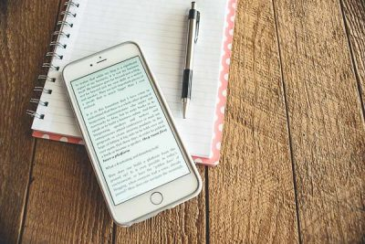 Free Stock Photos for Blogs - Iphone Kindle Reader 2