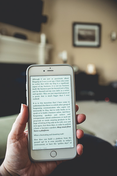 Free Stock Photos for Blogs - Iphone Kindle Reader 6