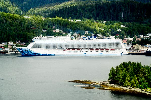 Free Stock Photos for Blogs - Cruise Ship in Port